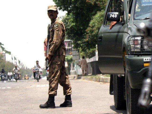وفاق، چاروں صوبوں اور آزاد کشمیر میں فوج تعیناتی کا نوٹیفیکیشن جاری کردیا گیا ہے۔ فوٹو:فائل