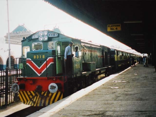 مسافر ٹرینیں 31 مارچ تک معطل رہیں گی، وزارت ریلوے۔ فوٹو : فائل