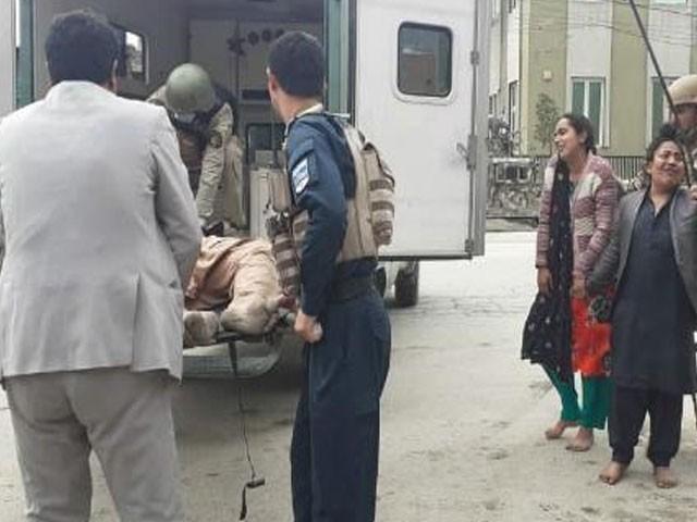 غیر ملکی اور افغان فوجیوں نے 6 گھنٹے کی لڑائی کی بعد یرغمالیوں کو بازیاب کرالیا، فوٹو : فائل