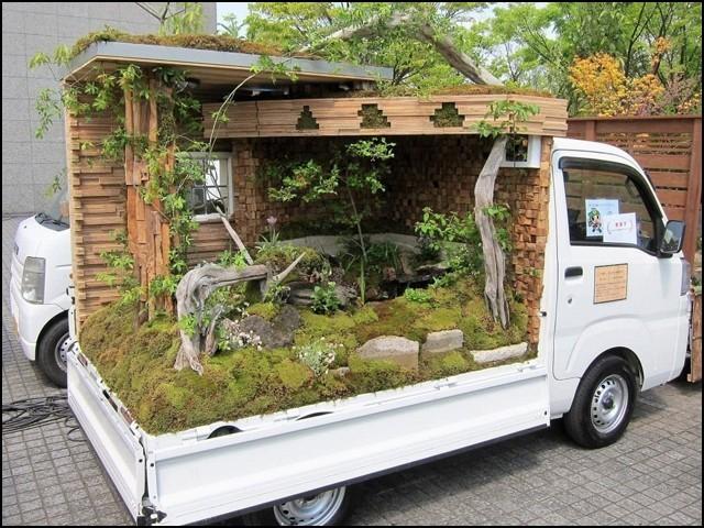 یہ باغ سوزوکی لوڈر سے کچھ بڑی مال بردار گاڑیوں پر بنائے جاتے ہیں۔ (فوٹو: انٹرنیٹ)