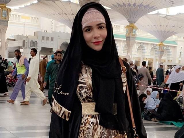جب ہم معافی مانگیں گے تو اللہ پاک ہماری ضرورسنے گا، اداکارہ۔ فوٹو: فائل