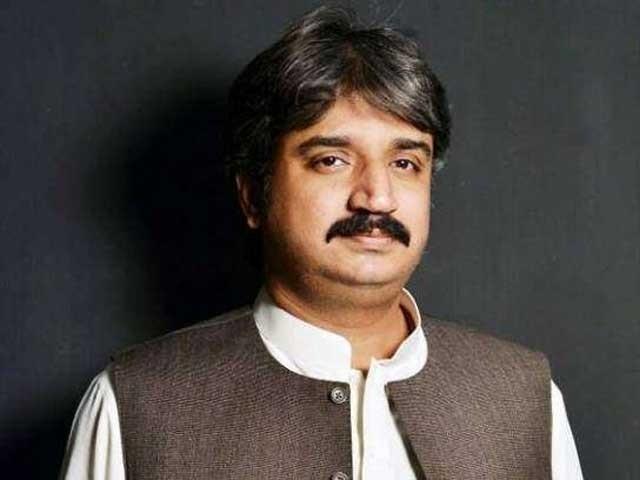 وزیر اعلیٰ سندھ سے گزارش کروں گا اور تجویز کروں گا کہ جتنے سخت اقدامات کرنا ہے کریں اگر کرفیو لگانا پڑتا ہے تو لگادیں۔ فوٹو: فائل