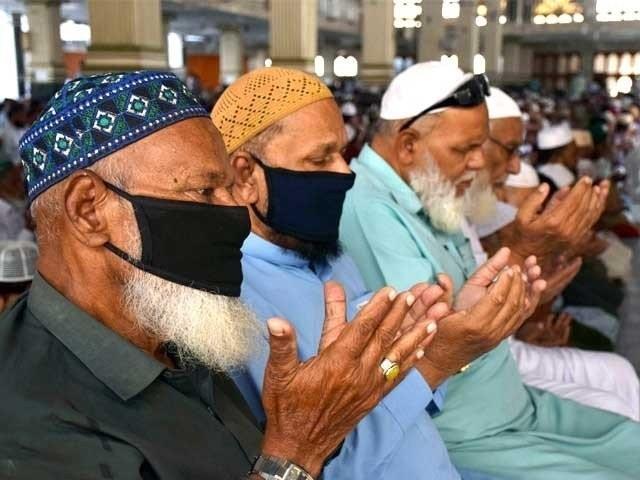 عوام الناس اپنے گھروں میں نماز جمعہ کی ادائیگی کریں گے ۔ فوٹو : فائل