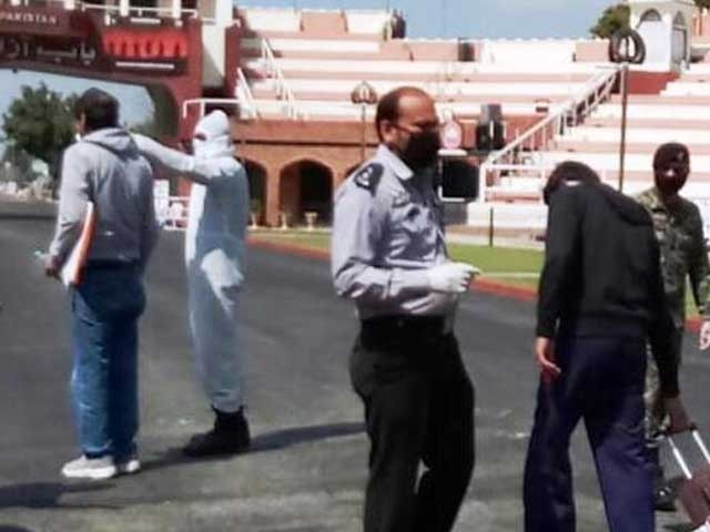 واہگہ بارڈ کے راستے واپسی پرمریض کو لاہورکے شیخ زیداسپتال میں داخل کیا گیا ہے۔