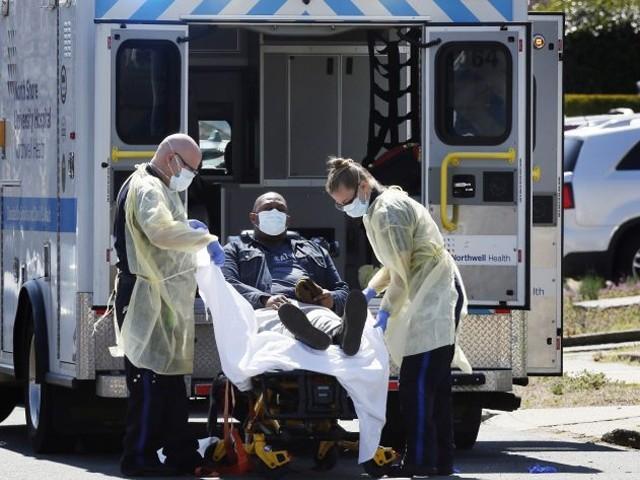 صحت کے سینیئر ترین حکومتی مشیر نے کورونا کے باعث امریکا میں 1 سے 2 لاکھ اموات کا خدشہ ظاہر کیا ہے، غیر ملکی خبر رساں ایجنسی۔ فوٹو، انٹر نیٹ