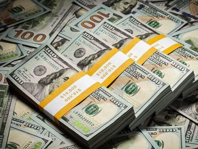 ڈالر 166 روپے 83 پیسے  سے بڑھ کر167 روپے کی سطح پر پہنچ گیا۔ فوٹو:فائل