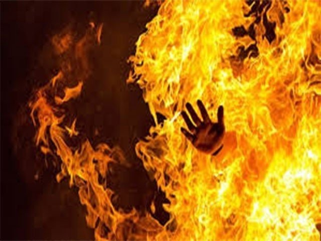 فیصل نامی شخص نے مری پولیس سے انصاف نہ ملنے پر احتجاجاً خود کو آگ لگائی، پولیس۔ فوٹو:فائل