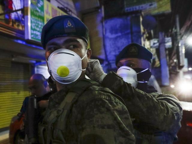 63 سالہ شہری کو ماسک نہ پہننے کی وجہ سے روکا جس پر وہ مشتعل ہوگیا، خبر رساں ایجنسی۔ فوٹو، انٹرنیٹ