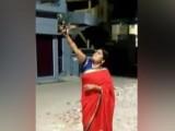 منجو تیواری نے اپنے عمل پر معافی مانگ لی، فوٹو : ویڈیو گریب