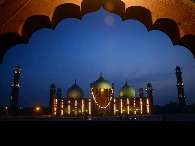 سرور عالمؐ نے ارشاد فرمایا: ''شعبان میرا مہینہ اور رمضان اﷲ تعالیٰ کا مہینہ ہے۔''