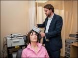ڈاکٹر نولان ولیمز نے مقناطیسی طریقہ علاج 21 مریضوں پر آزمایا جن میں سے 19 مکمل صحتیاب ہوگئے۔ (فوٹو: انٹرنیٹ)