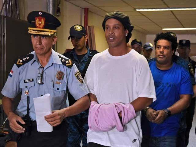 ماضی کے اسٹار فٹبالر کو جعلی پاسپورٹ پر سفر کرنے کے جرم میں چھ ماہ کی سزا سنائی گئی تھی . فوٹو : سوشل میڈیا