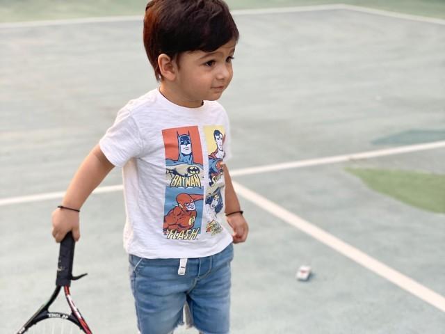 شائقین میں ایک بار پھر یہ بحث شروع ہوگئی کہ وہ کرکٹر بنیں گے یا ٹینس پلیئر۔ فوٹو: فائل