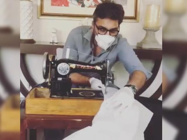 یہ لباس کورونا وائرس کے متاثرین کی حفاظت کرنے والے ڈاکٹرز اور پیرا میڈیکل اسٹاف کے لئے ہے، عدنان صدیقی۔فوٹو: سوشل میڈیا