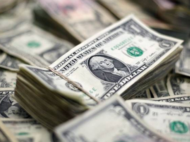 غیرملکی قرضوں کی ادائیگی کی وجہ سے زرمبادلہ کے سرکاری ذخائر پر دباؤ بڑھ رہا ہے۔ فوٹو: فائل