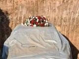 72 سالہ بتیسو نے خود کو اپنی مرسیڈیز کے ساتھ دفن کرنے کی وصیت کی تھی، فوٹو : ٹویٹر