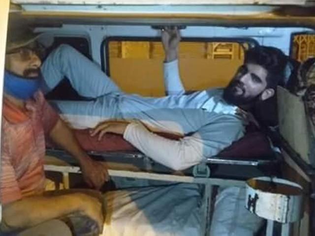 ملزمان کے قبضے سے 3 لاکھ 45 ہزار روپے نقد بھی برآمد ہوئے ہیں، پولیس۔ فوٹو: ایکسپریس