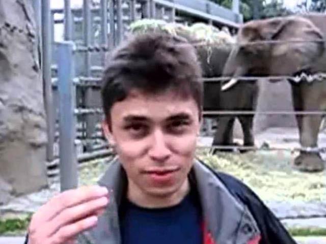 یوٹیوب پر پوسٹ کی جانے والی ویڈیو اس کے شریک بانی جاوید کریم نے بنائی تھی جو 18 سیکنڈ طویل تھی۔ فوٹو: اسکرین شاٹ یوٹیوب ویڈیو