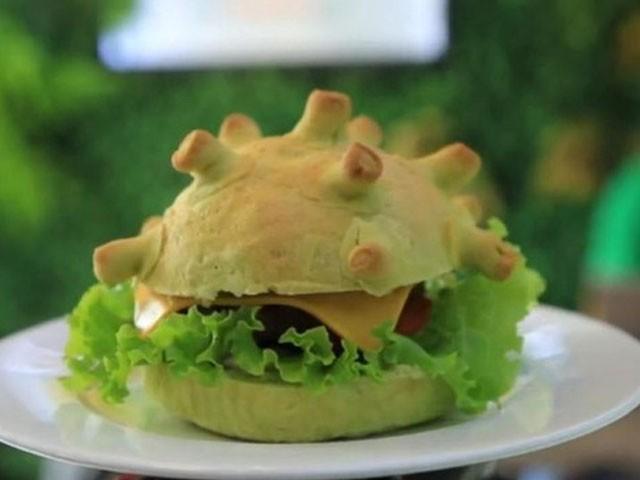 ہوانگ تانگ نامی شیف نے سب سے پہلے کورونا برگر تیار کیا (فوٹو : رائٹرز)