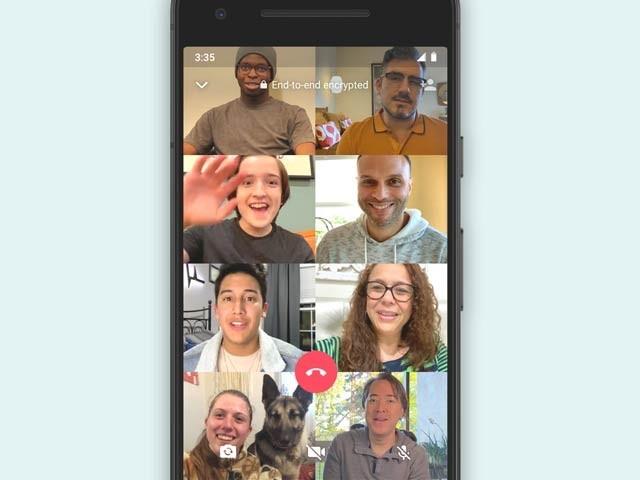 واٹس ایپ نے ویڈیو کالنگ میں شرکا کی تعداد دگنی کرکے 8 تک بڑھادی ہے۔ فوٹو: فائل