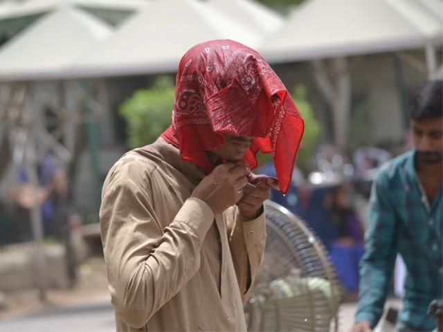 ہیٹ ویو کے دوران درجہ حرارت 40 ڈگری سے 42 ڈگری تک رہنے کی توقع ہے، محکمہ موسمیات۔ فوٹو: فائل