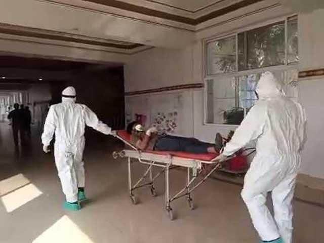 کورونا کے خلاف طبی عملے کو بہادری سے جنگ لڑنی ہوگی، ڈاکٹر محمد سلیم ابڑو . فوٹو : فائل