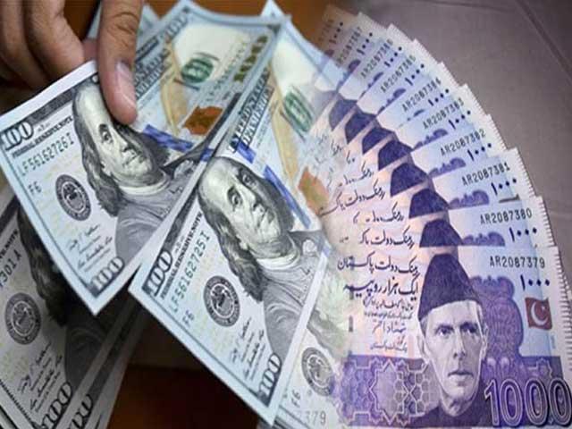 ڈالر کے اوپن مارکیٹ ریٹ 160 روپے20 پیسے سے گھٹ کر 160 روپے کی سطح پر آگیا۔۔ فوٹو:فائل۔