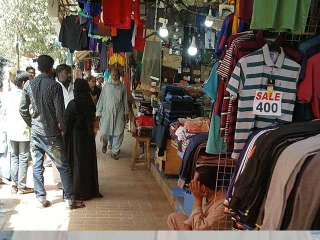 تاجروں اور صوبائی حکومت کے مابین تجارتی مراکز کے کاروباری اوقات اور شابنگ مالز کھولنے پر پیش رفت نہیں ہوسکی۔ فوٹو، فائل
