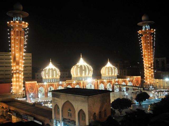 رمضان شریف کے عشرۂ آخر کی دعا: ''اے اﷲ! ہم کو آگ کے عذاب سے بچا۔'' ۔  فوٹو : فائل