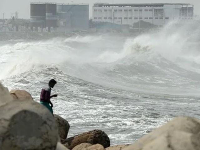 20 سالہ تاریخ کا یہ سب سے خطرناک طوفان ہے، فوٹو : فائل