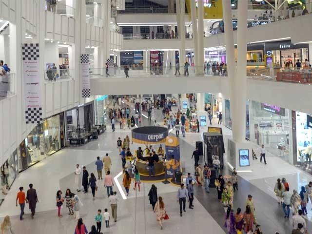شاپنگ مالز اور بازاروں میں کاروباری سرگرمیاں رات دس بجے تک جاری رہیں گی۔ فوٹو، فائل