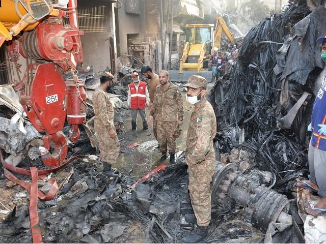 راولپنڈی سے آنے والی پاک فوج کی خصوصی ریسکیو ٹیم نے امدادی کارروائی میں حصہ لیا۔ فوٹو: این این آئی