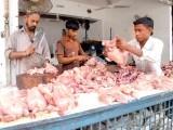 پھل،سبزیاں،گائے کا گوشت بھی مہنگا فروخت ہورہاہے،سندھ حکومت کہاں ہے،دکاندار فوٹو: ایکسپریس/فائل