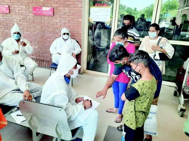 کورونا وائرس کے مریضوں کی تعداد بڑھ کر 64 ہزار 28 ہوگئی جبکہ 1317 افراد کا انتقال ہوچکا