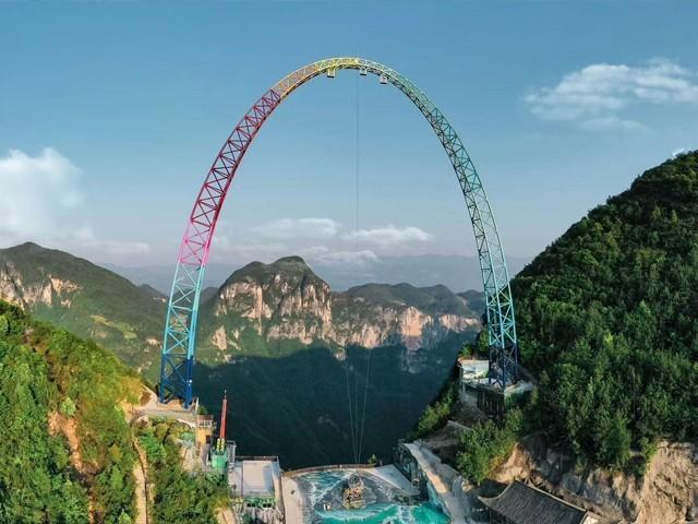 700 میٹر بلند پہاڑی پر تعمیر 100 فٹ بلند ٹاور پر بنائے جھولے کی رفتار 130 کلومیٹر فی گھنٹے تک جاپہنچتی ہے۔