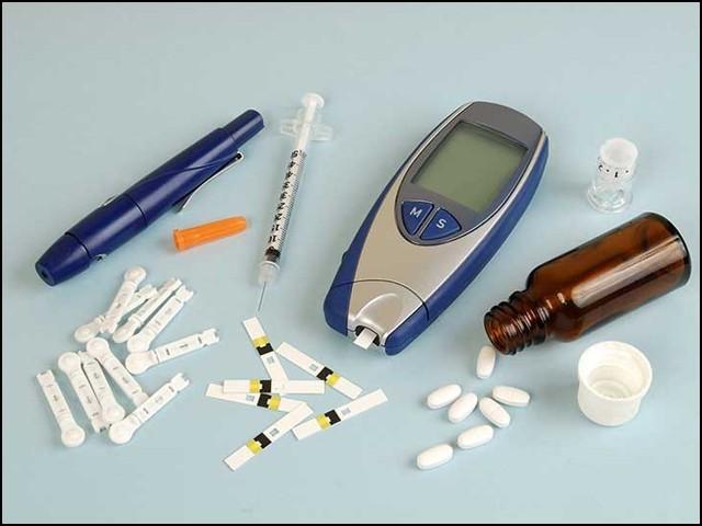 ٹائپ 2 ذیابیطس کی دوا 'ڈی پی پی فور انہیبیٹر' کورونا وائرس کو تقسیم ہو کر تعداد بڑھانے سے روک سکتی ہے۔ (فوٹو: انٹرنیٹ)