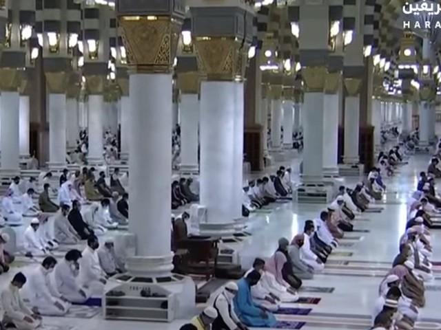 نماز کی ادائیگی کے وقت کورونا سے بچاؤ کی احتیاطی تدابیر کو ملحوظ خاطر رکھا گیا