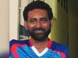 ریاض شیخ ان دنوں معین خان کرکٹ اکیڈمی کے ہیڈ کوچ کی حیثیت سے خدمات انجام دے رہے تھے . فوٹو : فائل