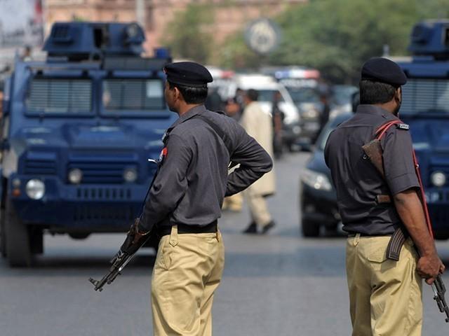 شاہ فیصل کے ڈیڑھ درجن اہلکاروں میں کرونا کی تشخیص ہوئی ہے جنھیں گھروں پر آئیسولیٹ کردیا گیا ہے ۔ فوٹو: فائل