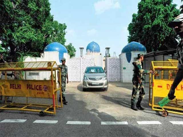 بھارت نے سفارتی آداب کی پھر دھجیاں اڑادیں . فوٹو : فائل