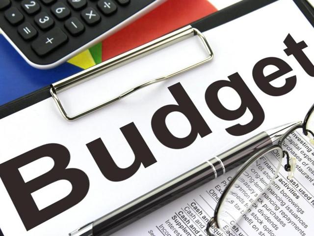 مالی سال کے بجٹ میں دہرے ٹیکس اور غیر ضروری ٹیکس ختم کرکے عوام کو ریلیف دیں گے، وزیر خزانہ کے پی کے (فوٹو: اںٹرنیٹ)