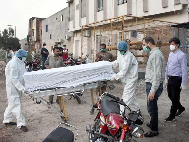 پاکستان کورونا وائرس کے ایک لاکھ مریضوں والا 14 واں ملک بن گیا (فوٹو: فائل)