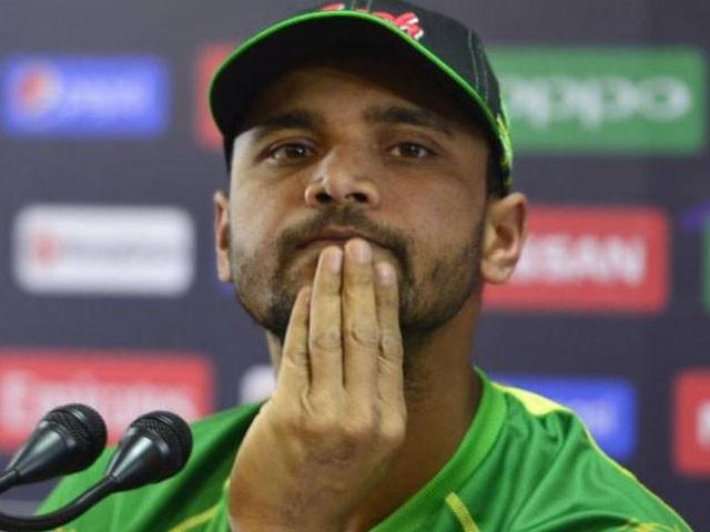 بی سی بی کے صدر نظم الحسن سے کہا کہ پہلے بنگلادیش پریمیئر لیگ کھیلنا چاہتا ہوں اس کے بعد کپتانی چھوڑدوں گا، سابق کپتان۔ فوٹو: فائل