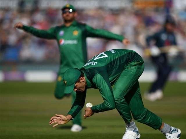 پاکستان کرکٹ بورڈ کے سربراہ احسان مانی کے دستخط ہوتے ہی تقرری کا باقاعدہ اعلان کردیا جائے گا (فوٹو : فائل)