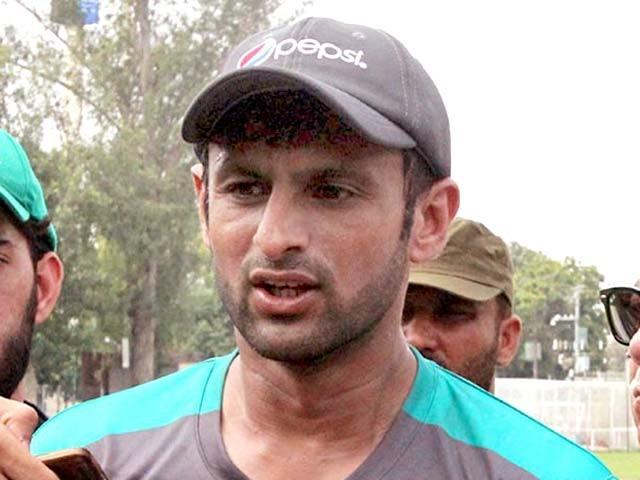 ویب سائٹ www.cricketpakistan.com.pkکے پروگرام ''کرکٹ کارنر ود سلیم خالق'' میں گفتگو۔ فوٹو: فائل