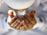اگر آسان لفظوں میں بیان کیا جائے تو انسان کا اپنے آپ کو اﷲ تعالیٰ کے احکامات کی خلاف ورزی سے باز رکھنا تقویٰ ہے۔ فوٹو: فائل