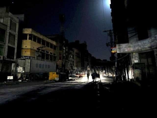 گھریلو صارفین کو رات کے اوقات میں بجلی کی فراہمی جاری ہے، ترجمان کے الیکٹرک۔ فوٹو : فائل