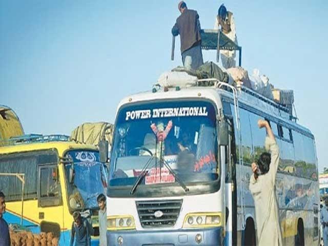 خیبرپختون خوا کے دوسرے شہروں میں جانے والی گاڑیوں کے کرایوں میں 50 روپے اضافہ ۔ فوٹو : فائل