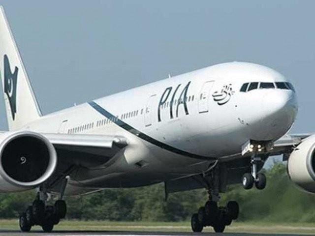 کراچی، لاہور، اسلام آباد اور دیگر شہروں کے لئے کرائے 12 ہزار روپے مقرر کئے گئے ہیں، ترجمان پی آئی اے.  (فوٹو:فائل)