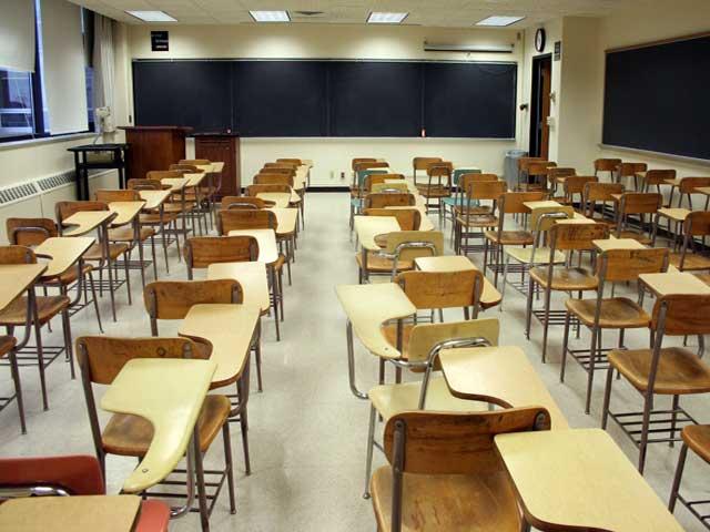 تعلیمی ادارے بند ہونے سے لاکھوں طلباء زیور تعلیم سے محروم ہیں فوٹو: فائل